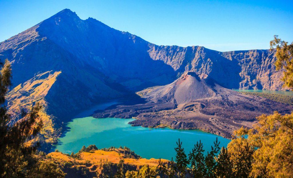 Pesona Air Terjun di Lereng Gunung Rinjani 1