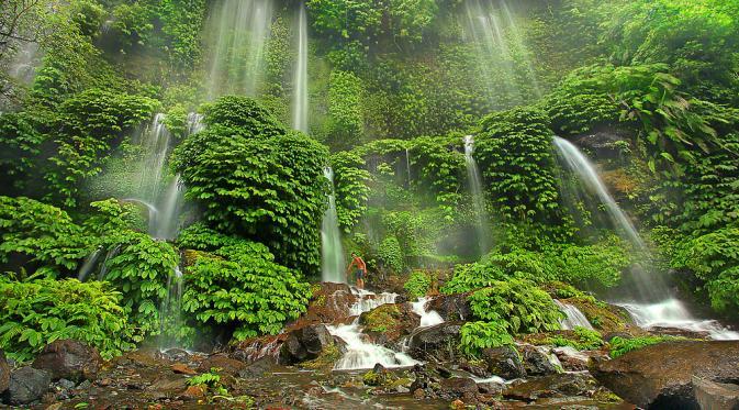 Pesona Air Terjun di Lereng Gunung Rinjani